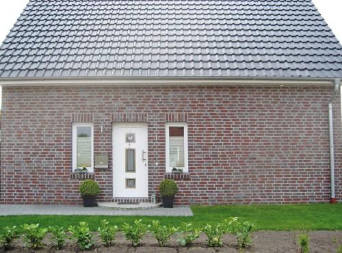Der einladende Eingangsbereich vermittelt schon an der Haustür das Gefühl einer gastfreundlichen und glücklichen Familie.