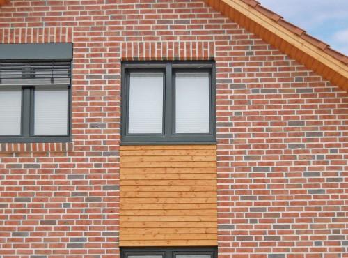 Optisch ansprechende Fassadengestaltung mit liebevollen Einzelheiten.